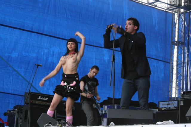 У этого хардкор-панк коллектива немало фанатов в России, пишет The Guardian